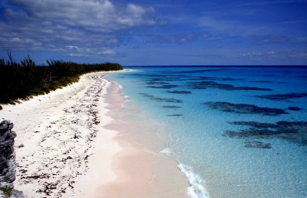 Розовый пляж на острове Эльютера