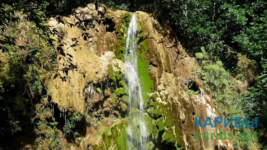 Маленький водопад в Доминикане