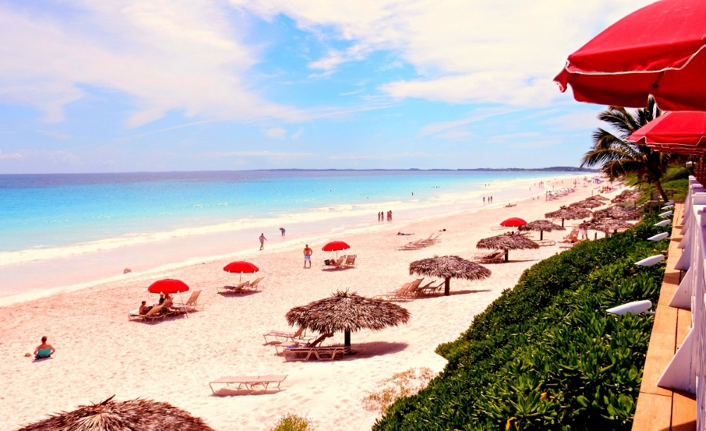 розовый пляж на Багамах