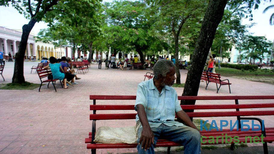 Люди на площади в городе Сантьяго