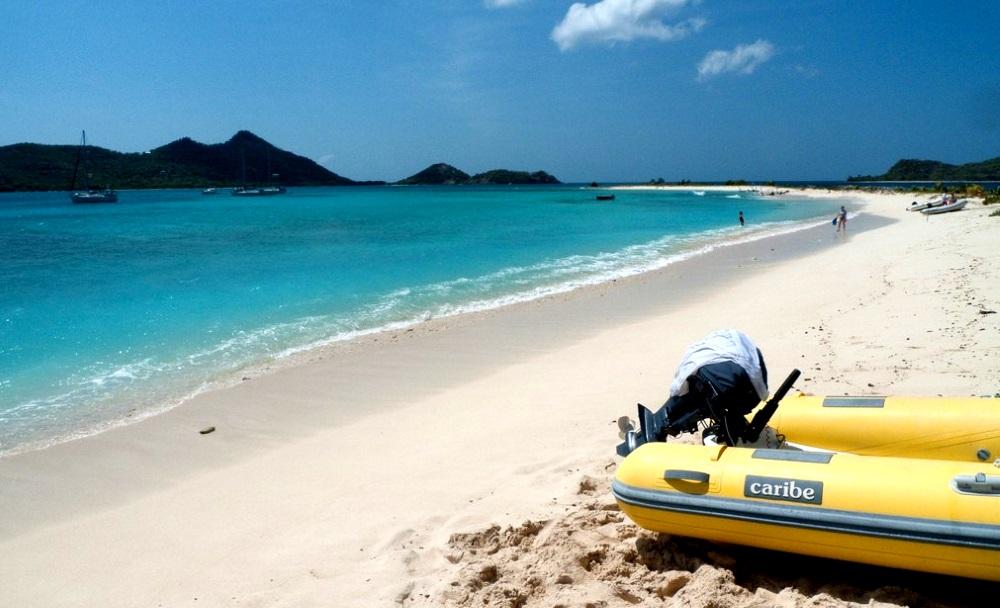 Песчаные пляжи на острове Карриаку